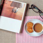 フォトブックとコーヒーと眼鏡